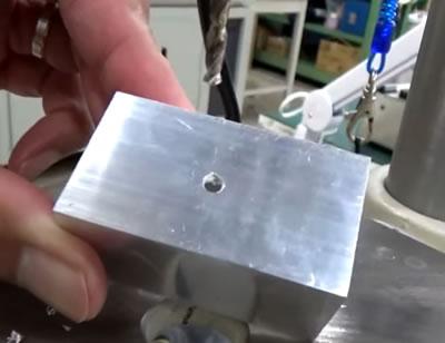 金属への穴あけ